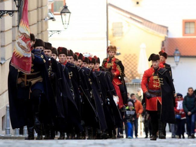 Smjena straže Kravat pukovnije oduševila domaće i turiste