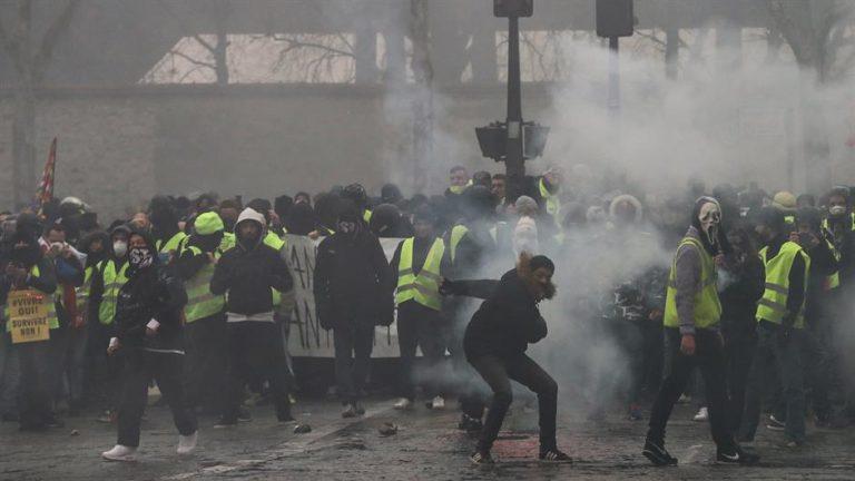 """U Francuskoj desetci tisuća """"žutih prsluka"""" na ulici unatoč """"velikoj raspravi"""""""