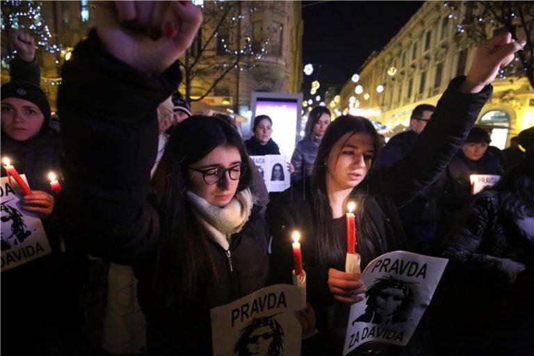 Prosvjednici u Banjoj Luci pale svijeće, nestao otac Davor, uhićen oporbeni zastupnik