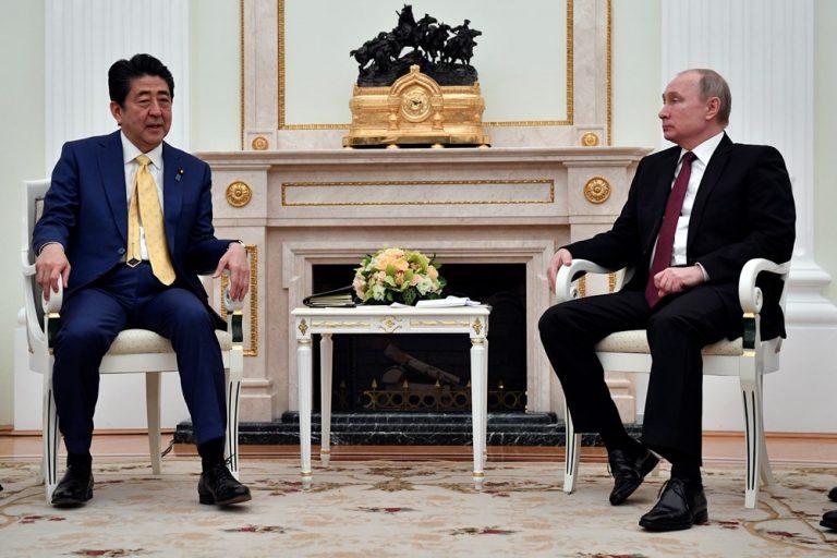 Putin: Bilo kakav dogovor o teritorijalnom sporu s Japanom treba podršku javnosti