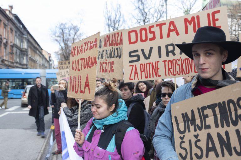 """Održan prosvjed inicijative """"Dosta je rezova"""" ispred Ministarstva kulture"""
