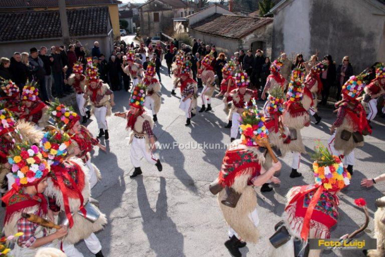 Tradicija duga stoljeće i pol – Brgujski zvončari na svom pohodu u Mučiće