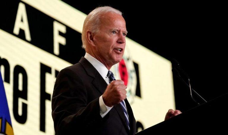 Bivši američki potpredsjednik Joe Biden brani se od optužbe za neprimjeren poljubac