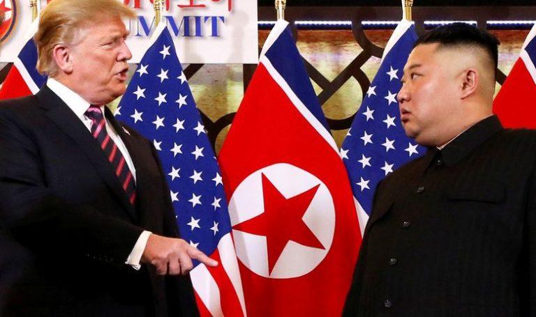 Američki predsjednik je Kimu uručio komad papira, a kad je ovaj pročitao poruku, pobjesnio je