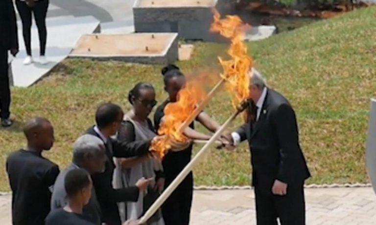Jean-Claude Juncker bakljom zamalo zapalio predsjednika Ruande i njegovu ženu