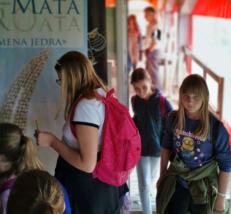 Školska djeca u posjetu Matinom ateljeu – pogledajte!