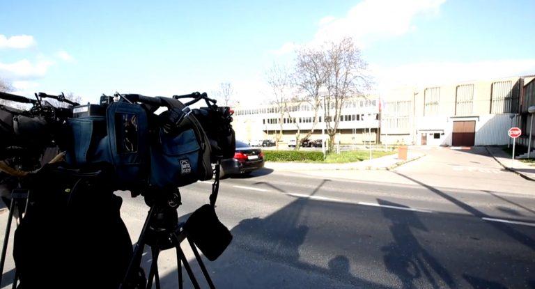 Novinari čekaju dolazak Ive Sanadera ispred Remetinca