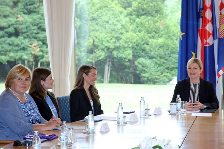 """Grabar-Kitarović primila članove inicijative """"Hod za život"""""""