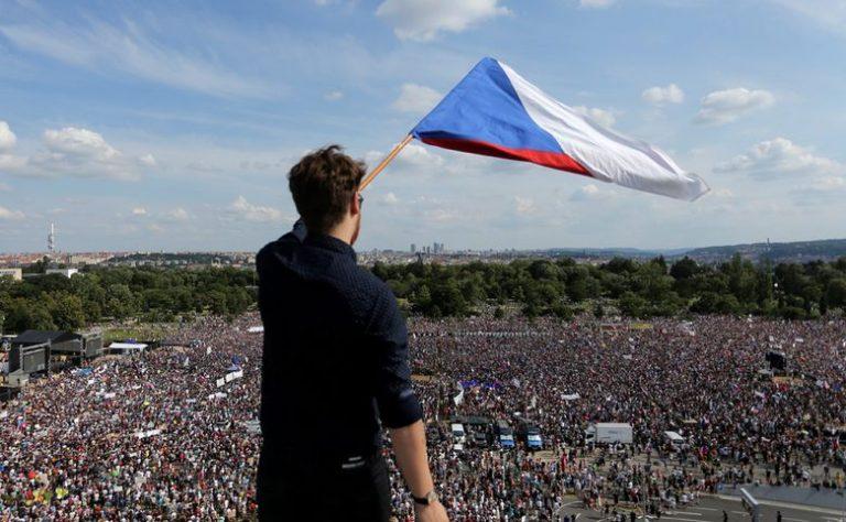 Stotine tisuća Čeha iz svih krajeva prosvjedovalo u Pragu, dosta im je njihovog premijera Andreja koji grca u aferama