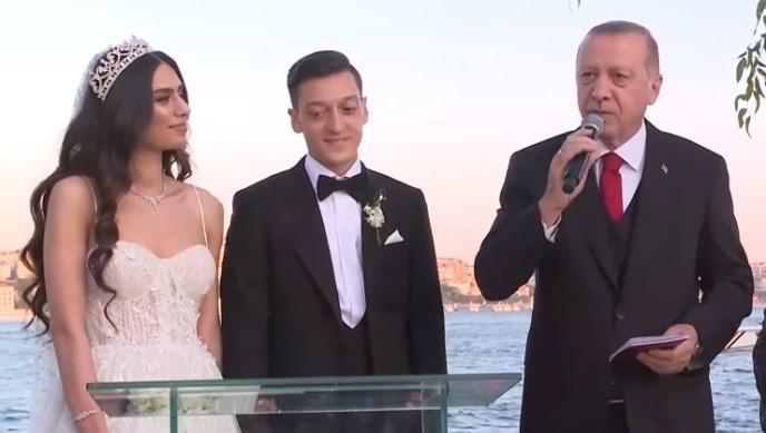 Özil oženio  misicu Turske Turske, Erdogan kum