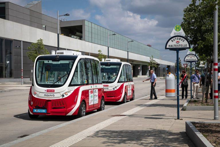 Bečom prometuju prvi autobusi bez vozača