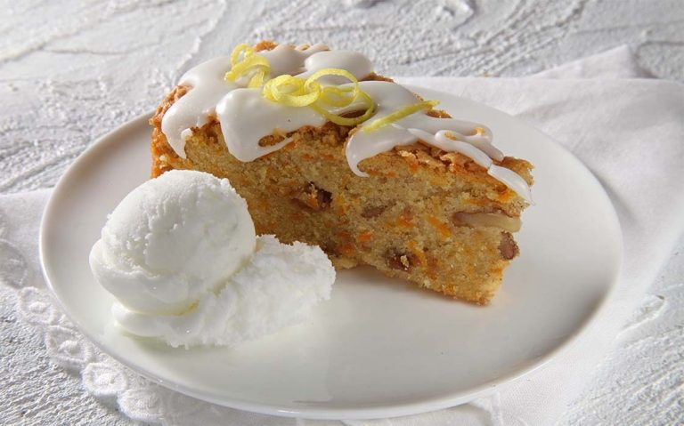Torta od mrkve sa sladoledom od vanilije