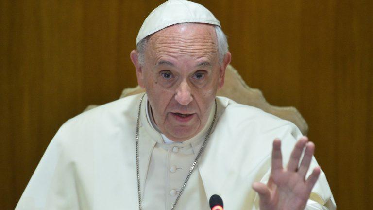 Papa pohvalio sastanak Trumpa i Kima