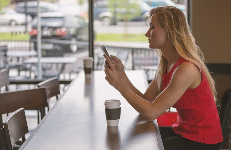 Više vremena provodimo na mobilnim uređajima nego pred TV-om