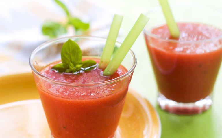 Crveno narančasti smoothie