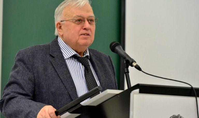 Umro akademik Franjo Šanjek, jedini svećenik među redovnim članovima HAZU