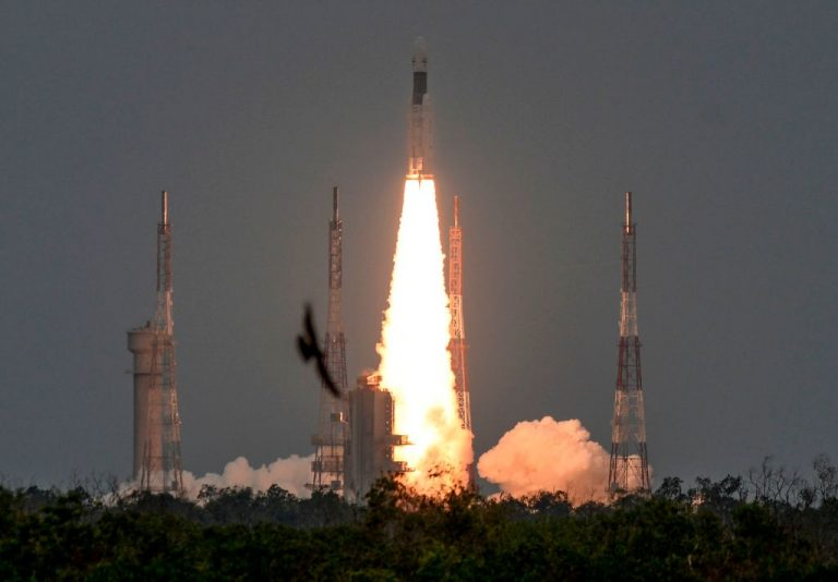 Indija uspješno lansirala misiju na Mjesec