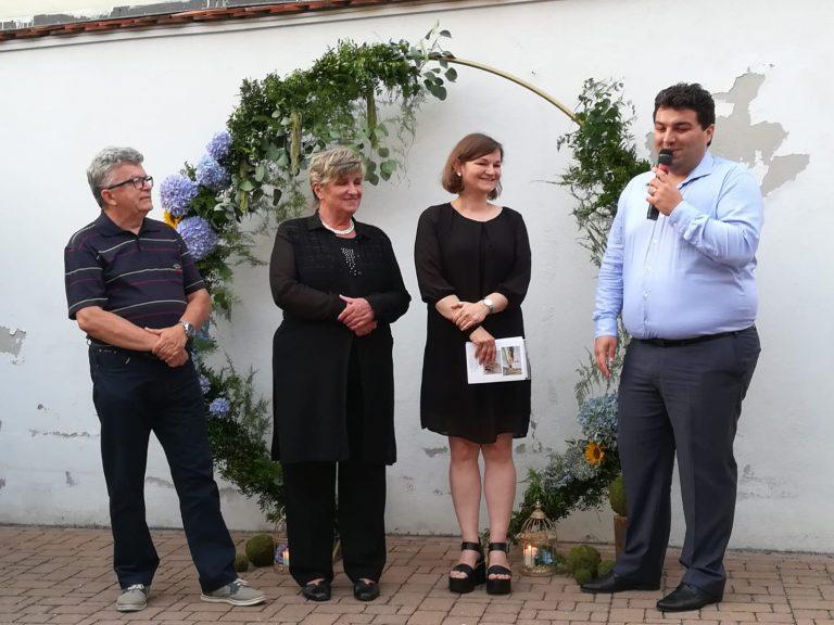 Otvorena izložba Zorice Majnarić u atriju Likovne galerije Križevci / foto, video
