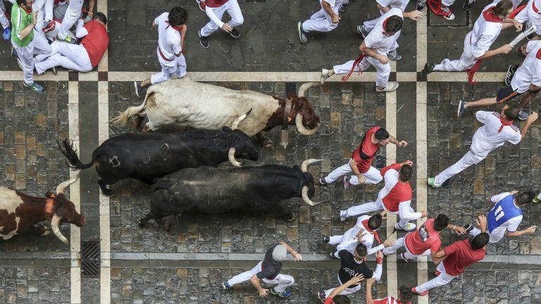 Otvoren poznati kontoverzni festival u Pamploni u Španjolskoj