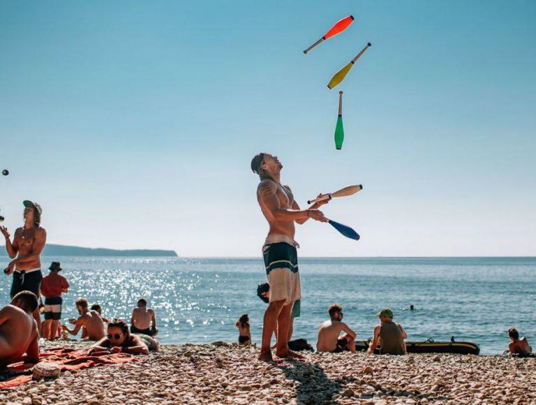 Odlična glazba, šator, more, Komiža!