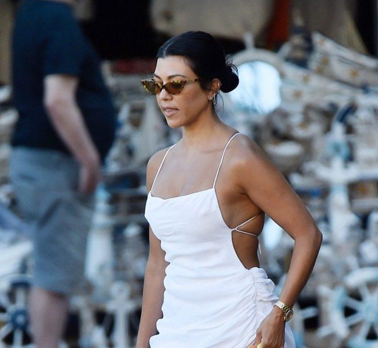 Kourtney Kardashian pokazala svoju top figuru u minijaturnoj haljinici