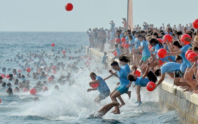 Tri tisuće ljudi skakalo sa zadarske rive