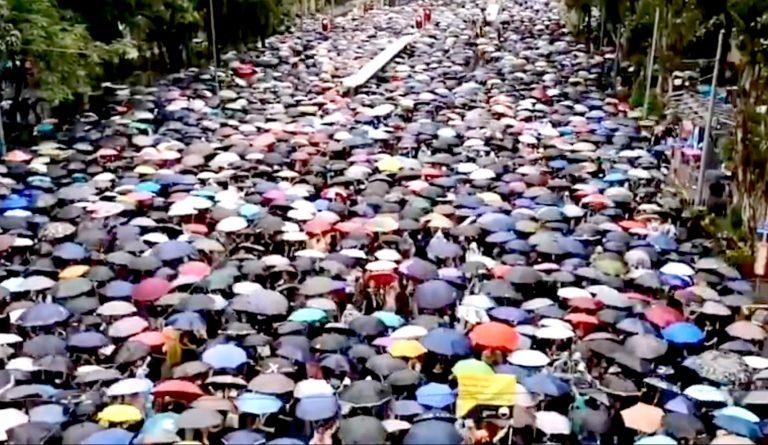 NA ULICE HONG KONGA IZAŠLO 1,7 MILIJUNA LJUDI