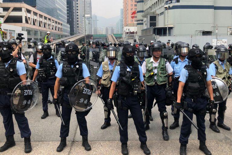 Policija u Hong Kongu spriječila prosvjednike prilazu zračnoj luci