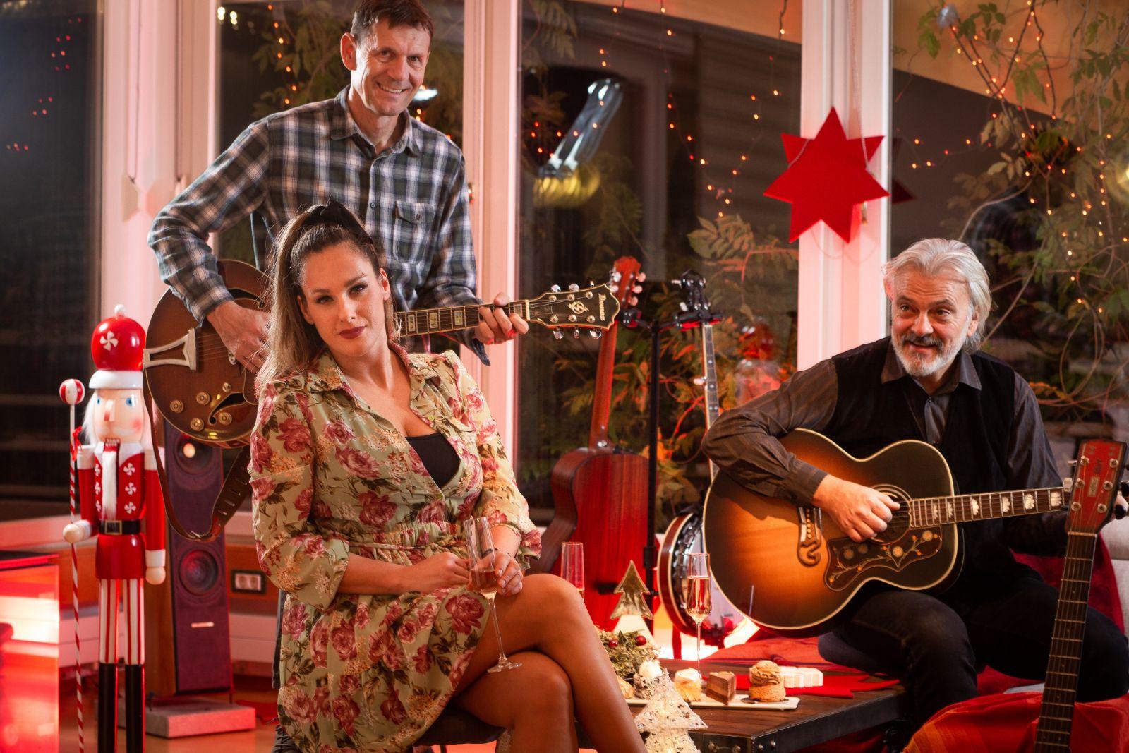 U sitne sate – otkrijte božićnu pjesmu našeg americana country benda