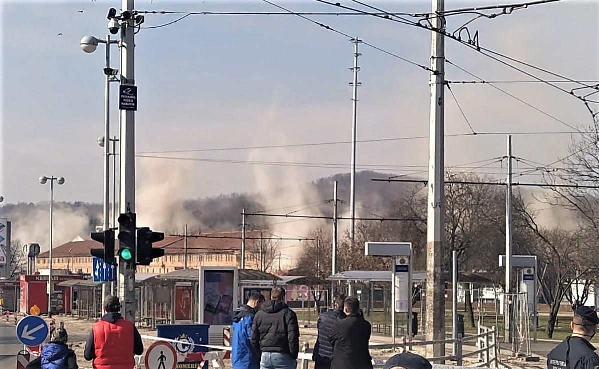Kontroliranim miniranjima srušeni stari dimnjaci na Črnomercu