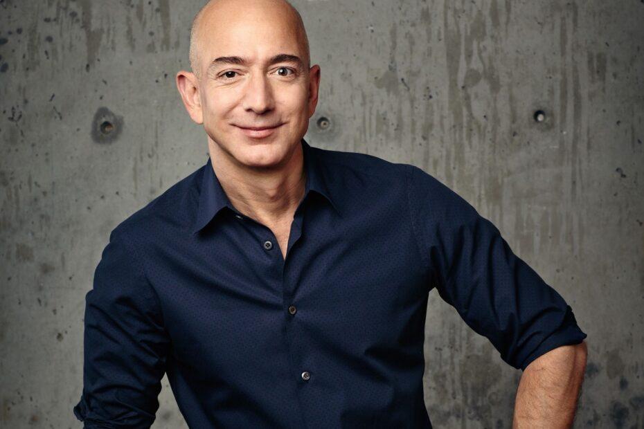 Jeff Bezos krenuo stopama Billa Gatesa