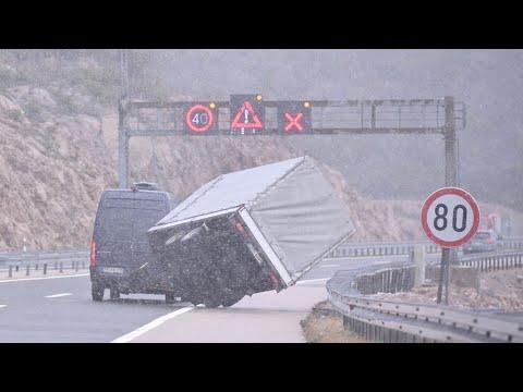 Zbog snijega i vjetra na autocesti A1 otežan promet, autocesta zatvorena za kamione