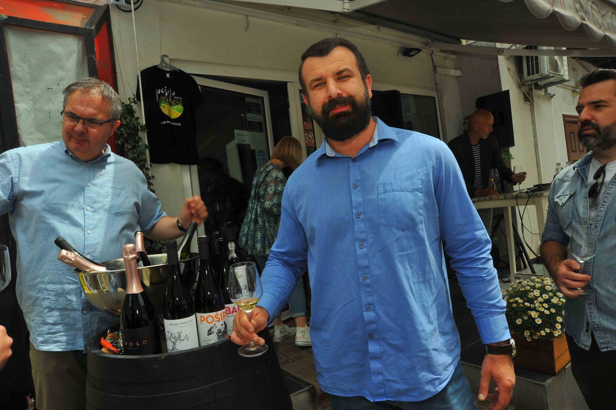 Testament i Black Island Winery