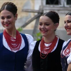 21. Međunarodni etno susreti u Bilju ispred dvorca princa Eugena Savojskog
