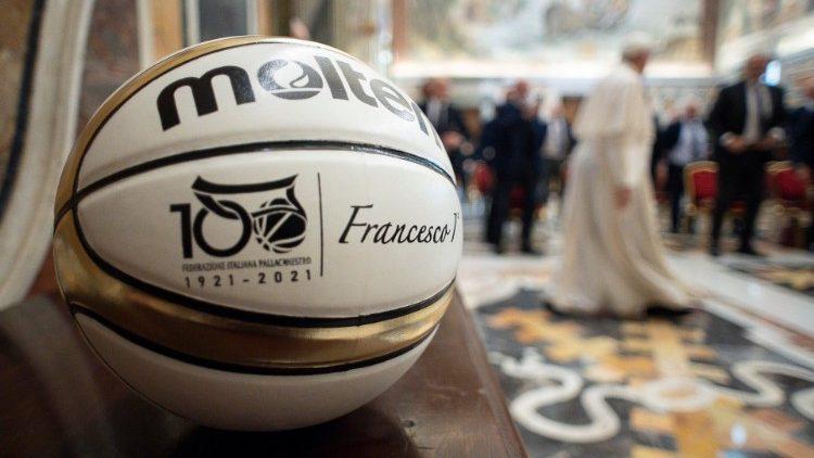 Papa Franjo: Sport je lijek za individualizam