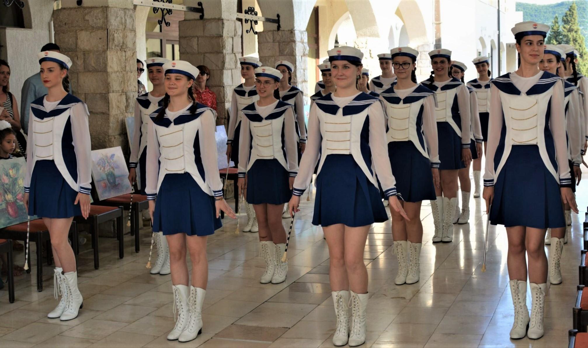 Neumske mažoretkinje nastupile na svečanom zatvaranju XXII. likovne kolonije / pogledajte video!