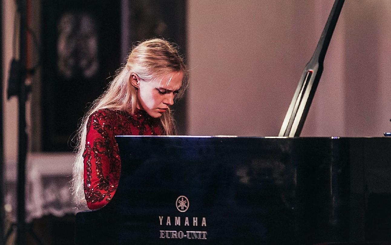 Pijanistica Mia Pečnik potvrdila svoju virtuoznost / 46. SGJ