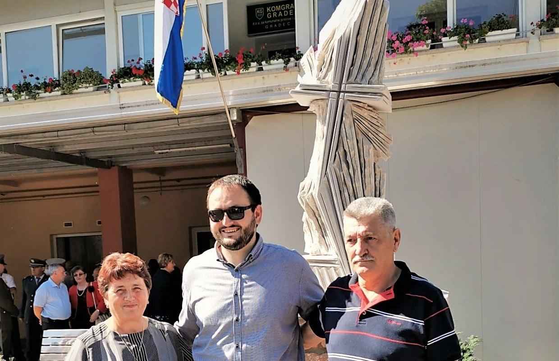 """""""Križ u oluji"""" Mate CROate postavljen u centru Gradeca"""