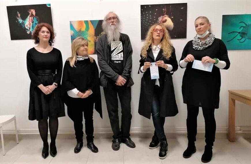 Svjetlošću oživljene kamene ribice – prva izložba u novom prostoru prve inkluzivne galerije u Europi / Art CeRZe